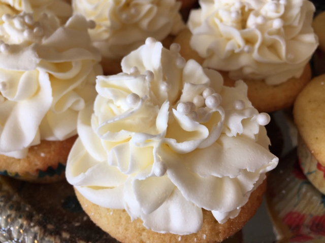 Lemon Meringue Pie Cupcakes – Recipe! Image 10