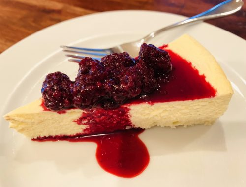 Low-Carb Cheesecake with Blackberry Compote – Recipe!