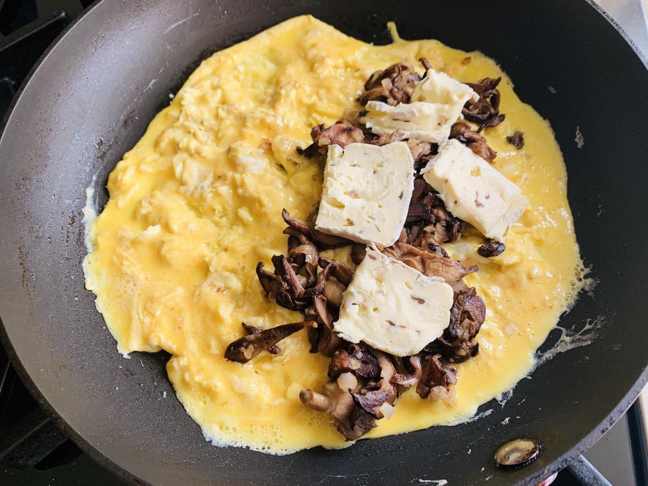 Mushroom & Brie Omelette – Recipe! Image 4