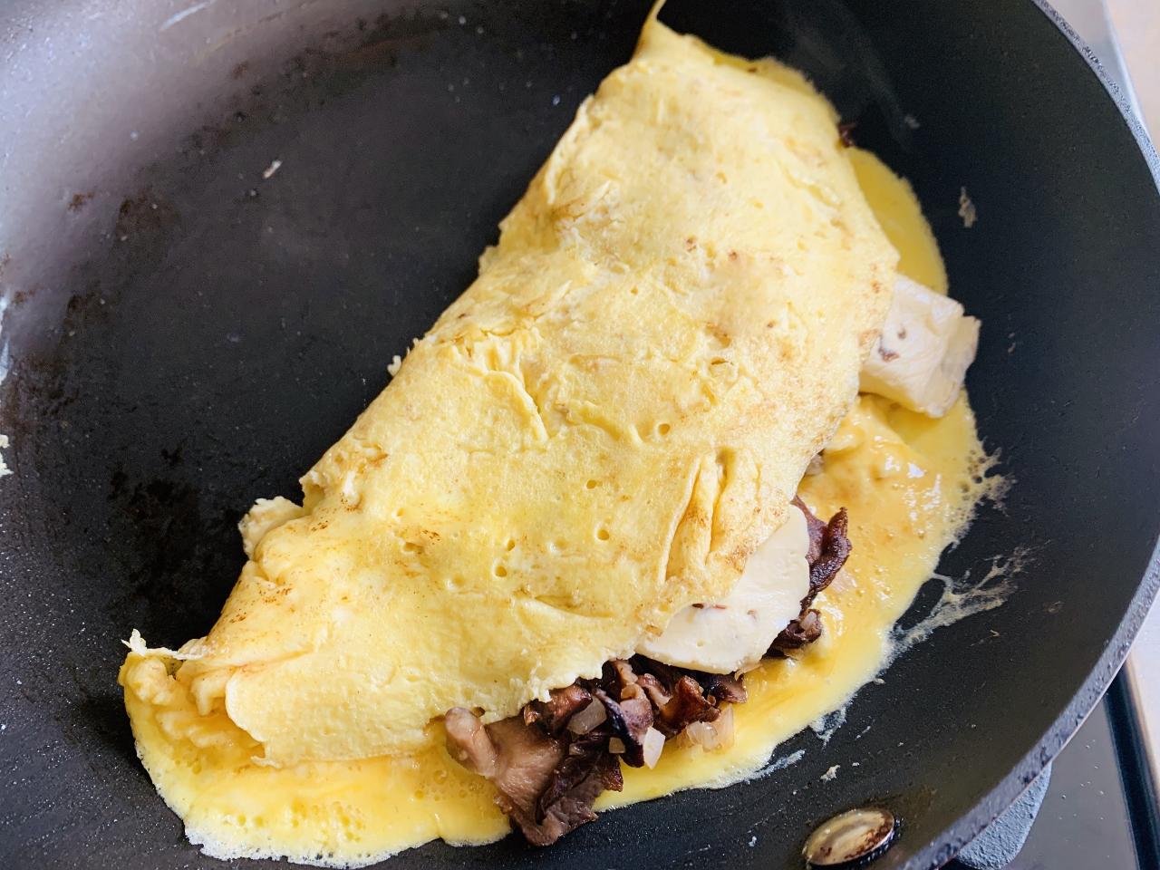 Mushroom & Brie Omelette – Recipe! Image 5