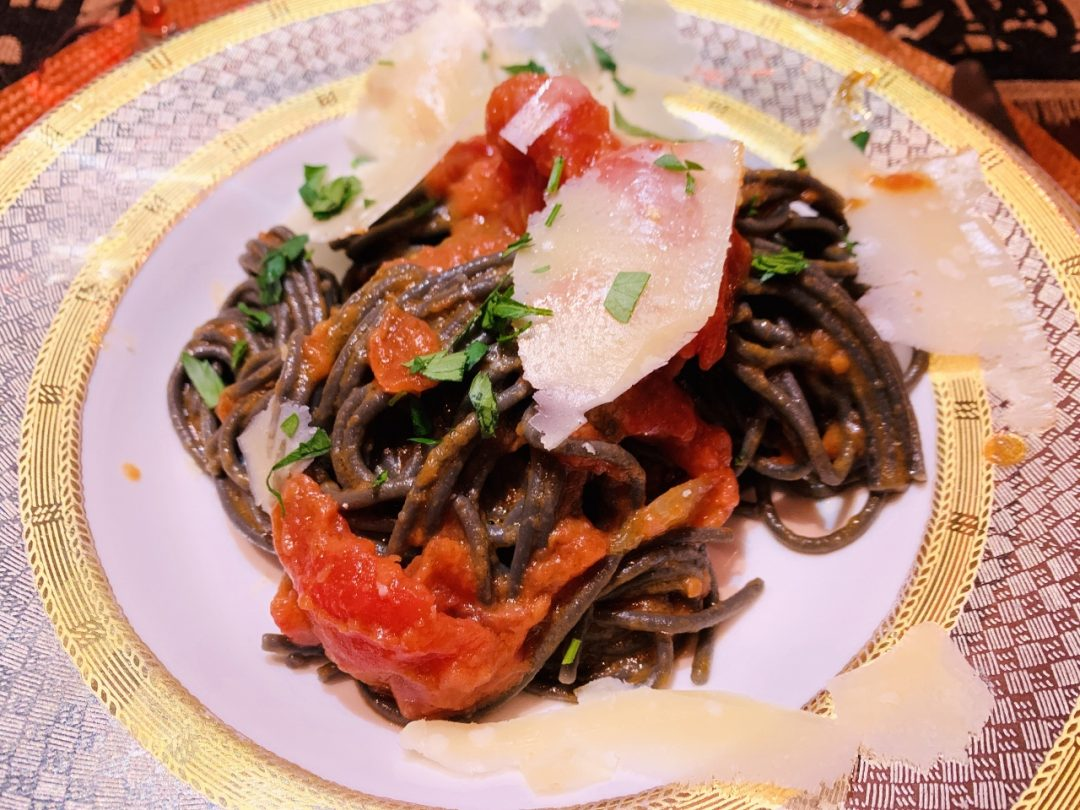 Pasta with Tomato, Onion & Butter Sauce – Recipe! Image 1