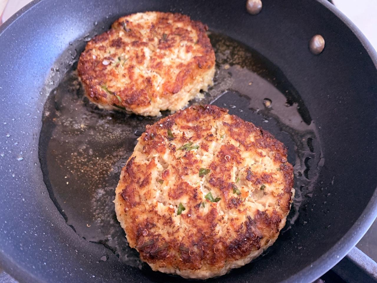Salmon Quinoa Burgers with Creamy Horseradish Spread – Recipe! Image 5