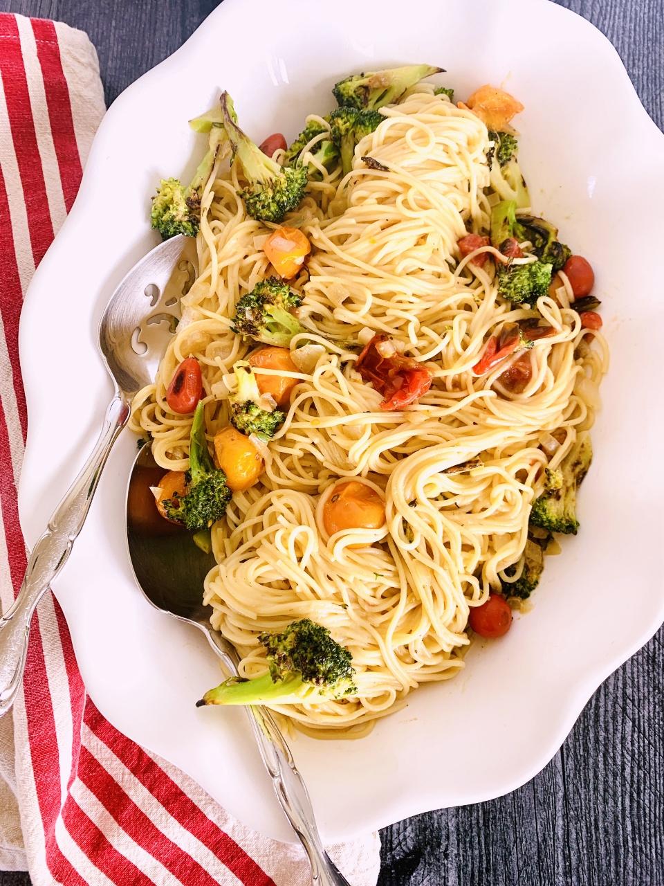Creamy Vegan Spaghetti with Broccoli & Cherry Tomatoes – Recipe! Image 1
