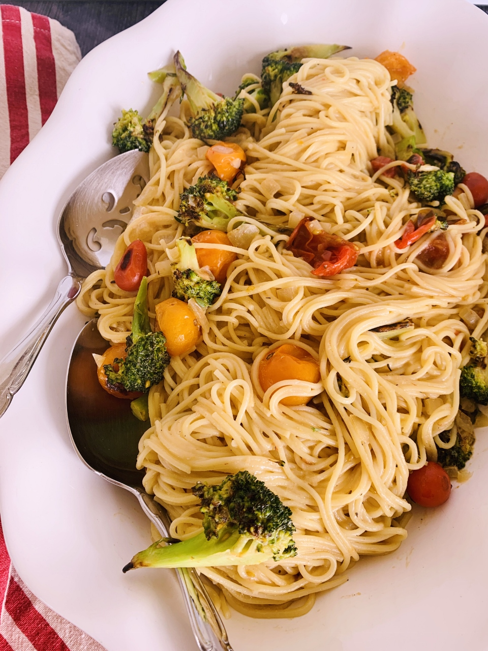 Creamy Vegan Spaghetti with Broccoli & Cherry Tomatoes – Recipe! Image 2