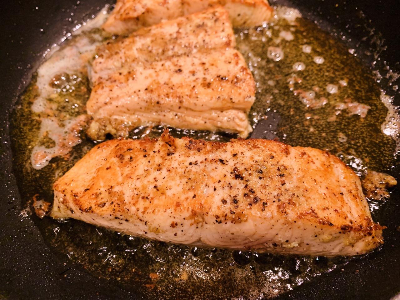 Salt & Pepper Salmon with Roasted Lemony Asparagus – Recipe! Image 5
