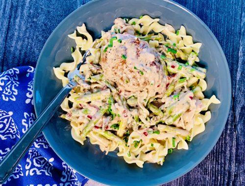 Creamy Chicken & Noodles with Asparagus – Recipe!