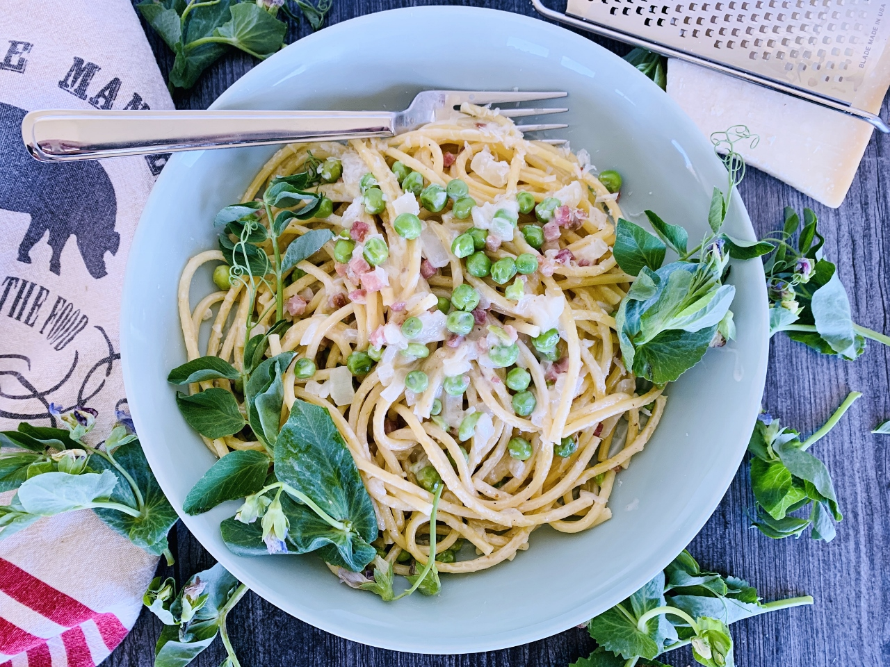 One-Pan Creamy Bucatini with Pancetta & Peas – Recipe! Image 5