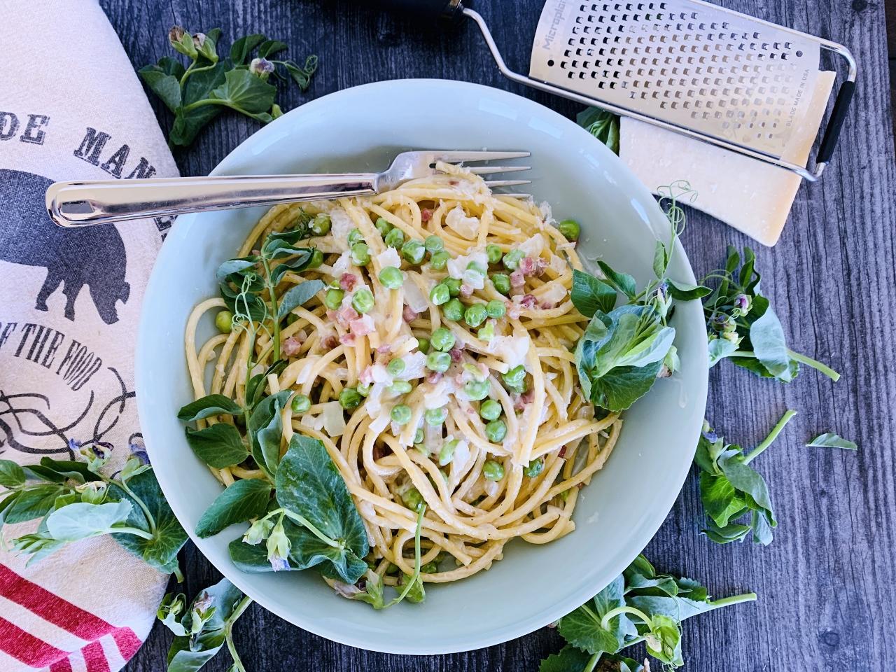 One-Pan Creamy Bucatini with Pancetta & Peas – Recipe! Image 2