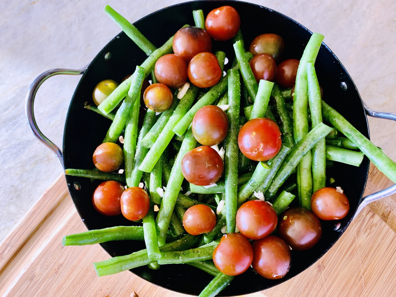 Grilled Garlicky Green Beans & Tomatoes – Recipe! Image 3