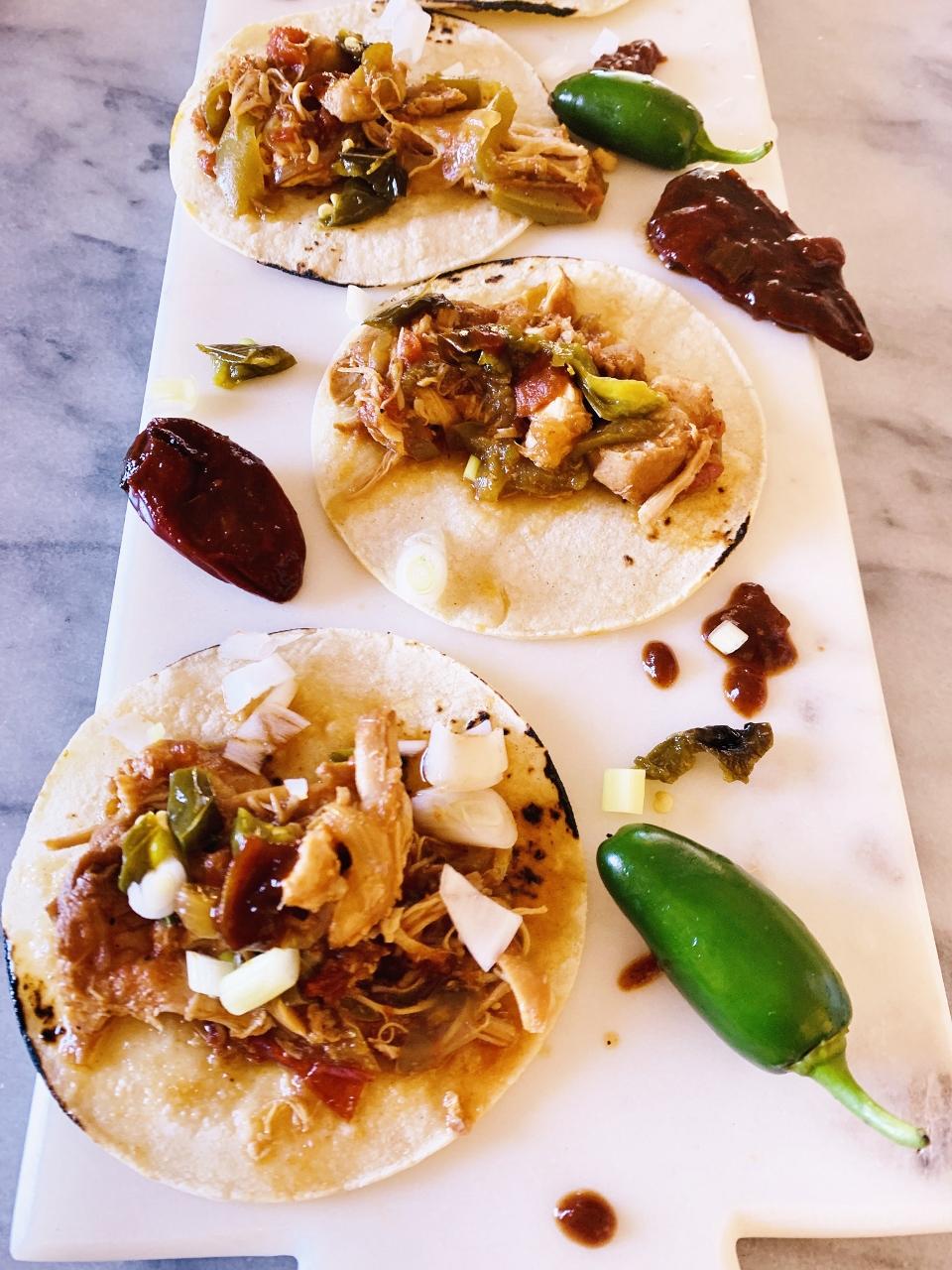 Slow-Cooker Chipotle Chicken Fajita Street Tacos – Recipe! Image 1